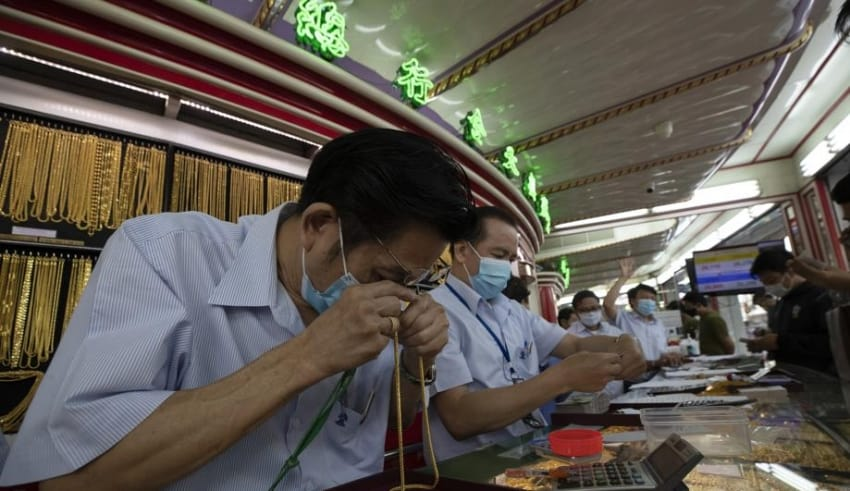 Cashflow stuck said Gold Sellers due to high supply of Thais who want to turn gold to cash