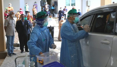 Medical workers took samples in the Covid19 test drive