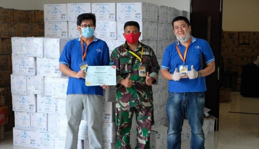 PT Santini Logmax Indonesia donated drinking water