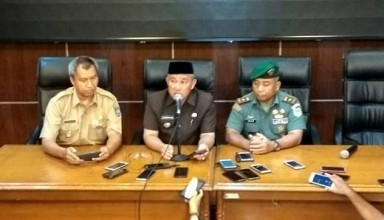 Depok Mayor Mohammad Idris in Press Conference