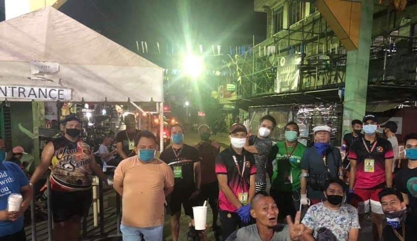 Teachers in Cebu, feeds homeless and less priviledges