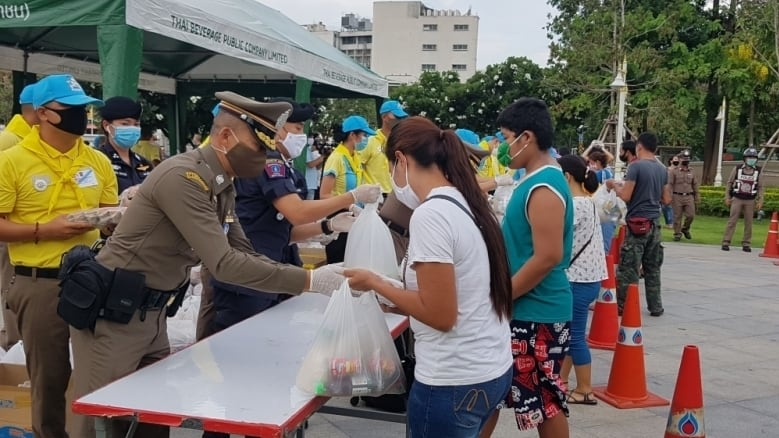 King's Guard 904 handed out 500 bags of relief supplies