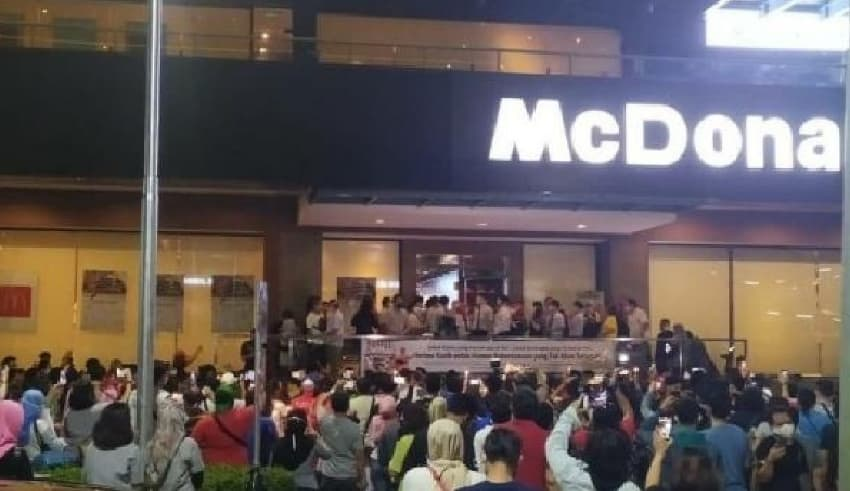People gathered for McDonald's Sarinah