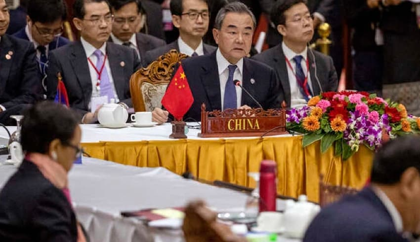 Print this page East Asia Pacific US Should Give ASEAN Alternatives to Chinese Loans, Ex-Envoy Says By VOA News May 13, 2020 08:55 AM China's Foreign Minister Wang Yi, center back, attends the Special ASEAN-China Foreign Ministers' meeting on the Novel… China's Foreign Minister Wang Yi, in Meeting