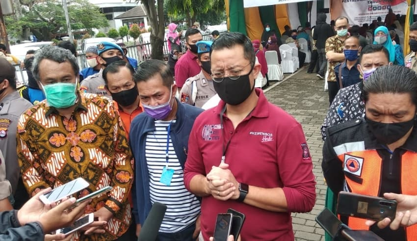 ash social assistance for Covid-19 affected residents in Serang City Square