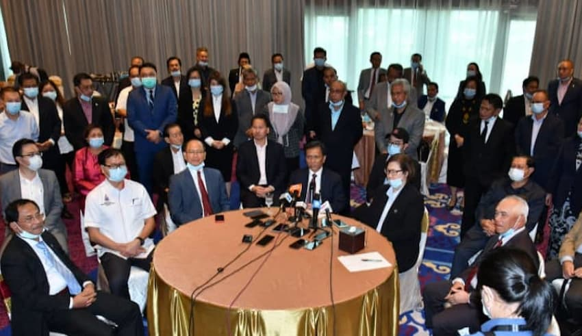 Sabah chief minister Datuk Seri Shafie Apdal today called for a meeting